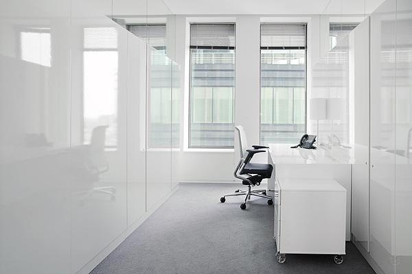 office_interior_in_business_complex_white_square_mossine_partners_afflante_com_4